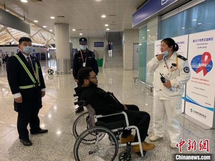 """上海两大机场上演生死时速 空地联动""""劝退""""一留学生"""