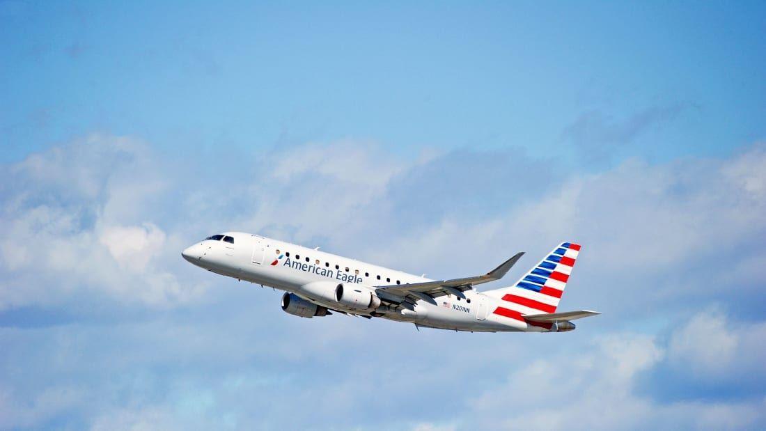 """美鹰航空一女乘客装病致客机折返 """"发病""""前想换大座位"""