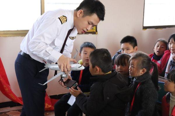 国际民航日东航飞行小课堂走进南昌溪头小学