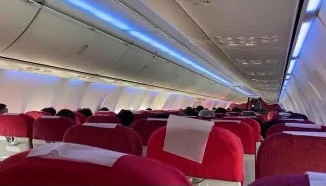 飞机起飞前乘客收到噩耗 航班紧急滑回
