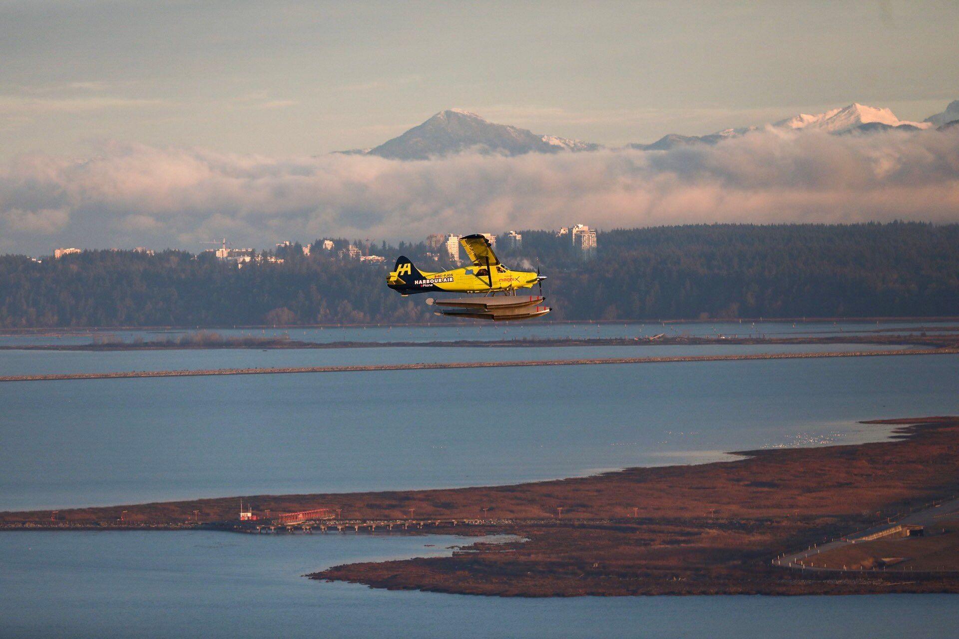 全球首架商用电动飞机完成首飞 摄影:推特