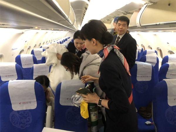 飞机上旅客突发碱中毒 东航西北分公司妥善处置