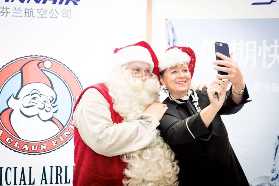 圣诞老人来到大兴机场 摄影:中国民航