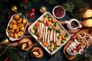 Emirates' festive meal on airport's VIP lounge