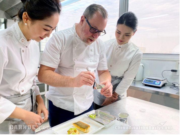 海航携手英国米其林星厨 全流程培训乘务员厨师团队