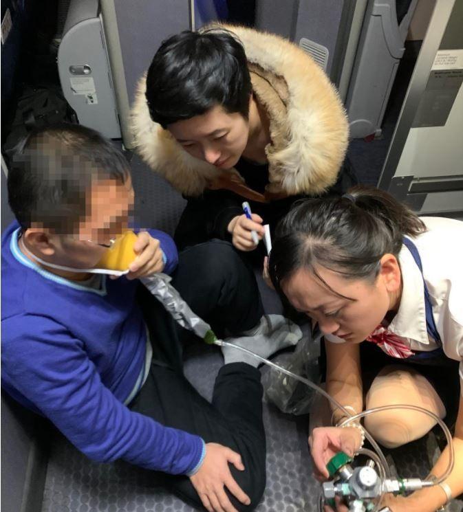 幸好有你!跨国航班上乘客突发癫痫被华西医生救治