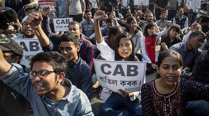 参与示威的印度群众(图片来自印度当地媒体)
