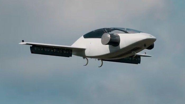 Lilium公布测试视频展示其电动飞行出租车倾斜转弯画面