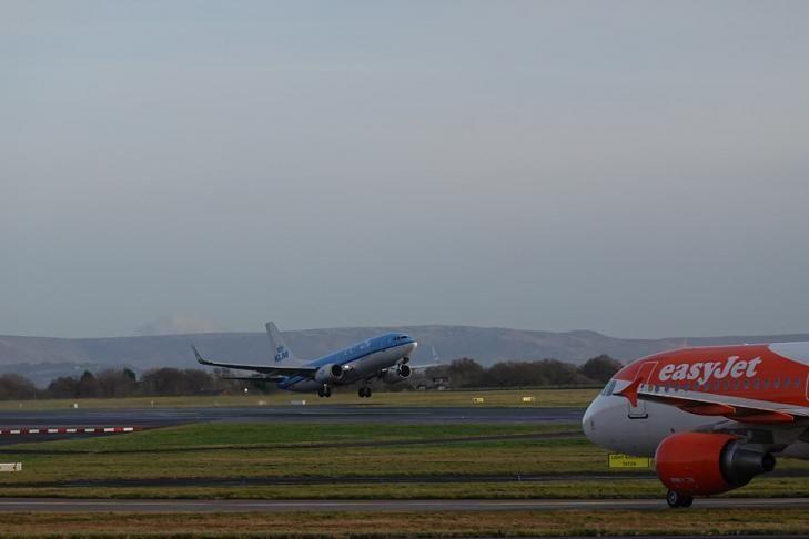 全球航空业环保压力骤增 旅客碳排放三十年已锐减50%