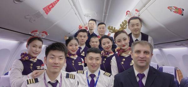 乌鲁木齐航空开展圣诞主题航班活动