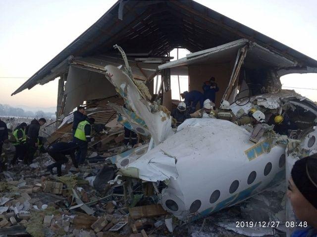 坠机幸存中国籍乘客:带丈夫出差哈萨克斯坦 是他把我拖出了飞机