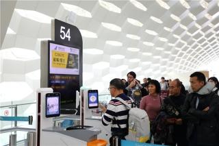 """春运首日旅客体验""""刷脸""""乘机:深圳机场越来越方便了"""