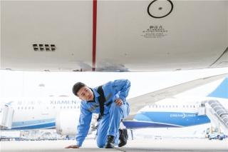 图集:春运首日厦航累计执行693个航班 护航旅客回家路 (摄影:贺晟)