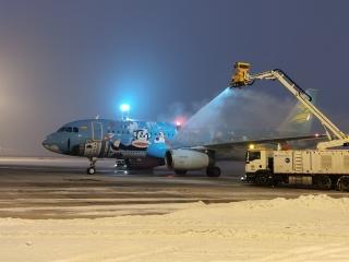 严寒中的坚守,首都航空积极迎战冰雪