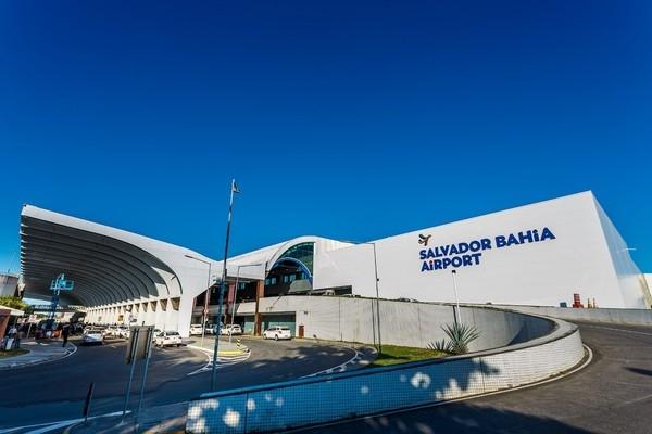 薩爾瓦多機場跑道驚現大坑 8航班被轉移