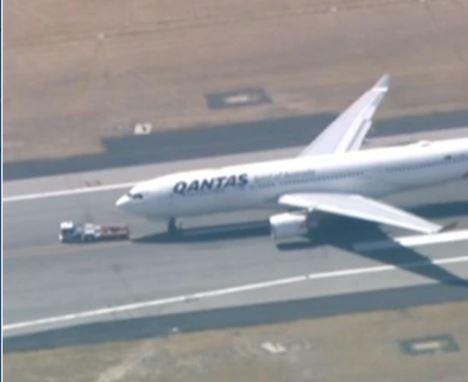 澳航一架飞往悉尼的客机因工程问题返航