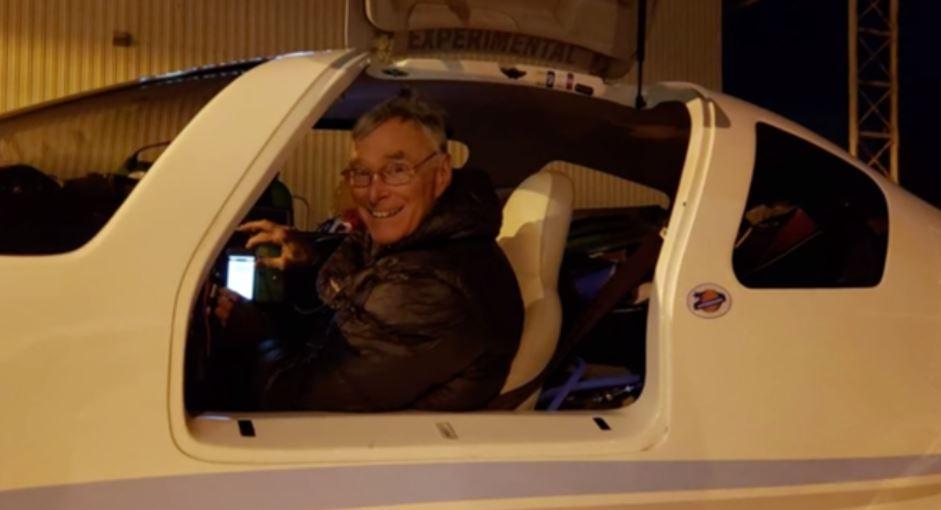 美国69岁男子驾驶自制飞机环游世界