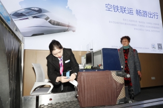 在火车站就能值机托运!重庆实现飞机+火车无缝衔接