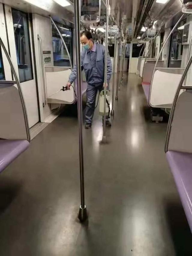 上海地铁加强车厢及司机室保洁消毒