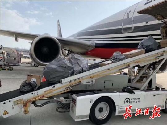24日武汉机场零旅客出港 两架飞机运医疗物资抵汉