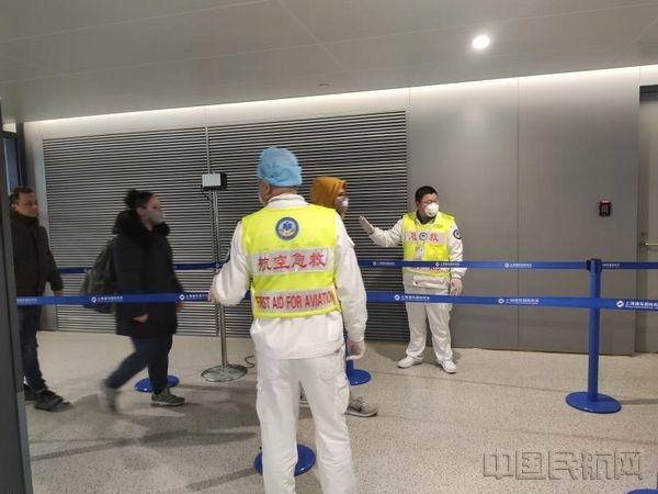 上海机场:对湖北航班全部旅客进行测温和登记