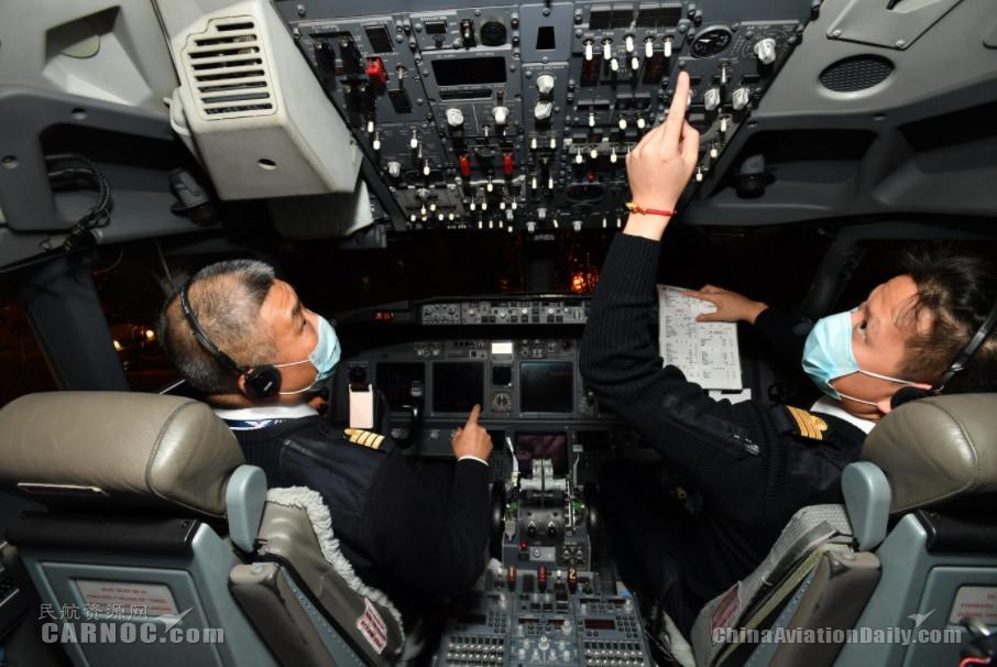 东航包机伴着鼠年钟声起飞  运送上海首批136名医护人员驰援武汉