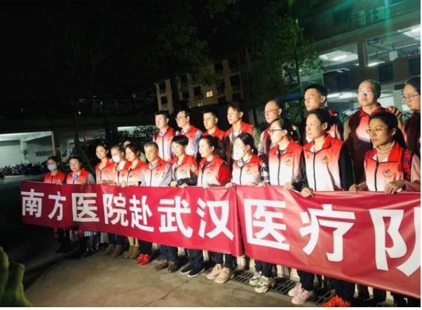 南方医院抗非英雄团队乘南航包机到达武汉