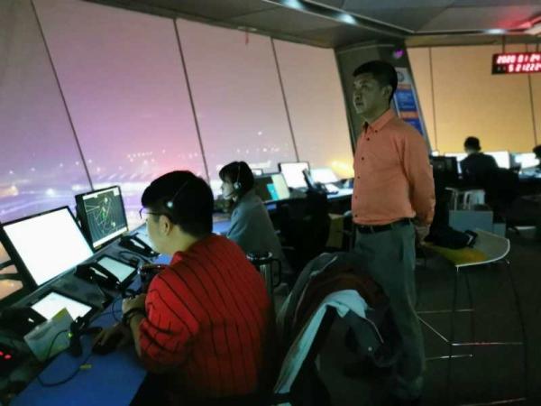 西北空管局除夕夜保障支援武汉医疗航班驰援抗击疫情一线