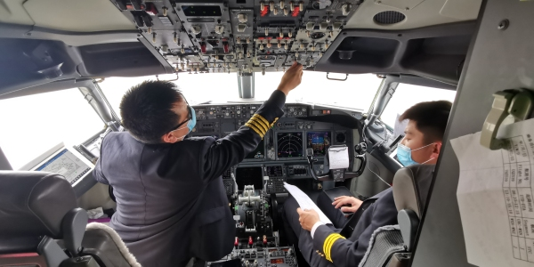 乌鲁木齐航空机长刘盼刚:飞行没有特殊时期