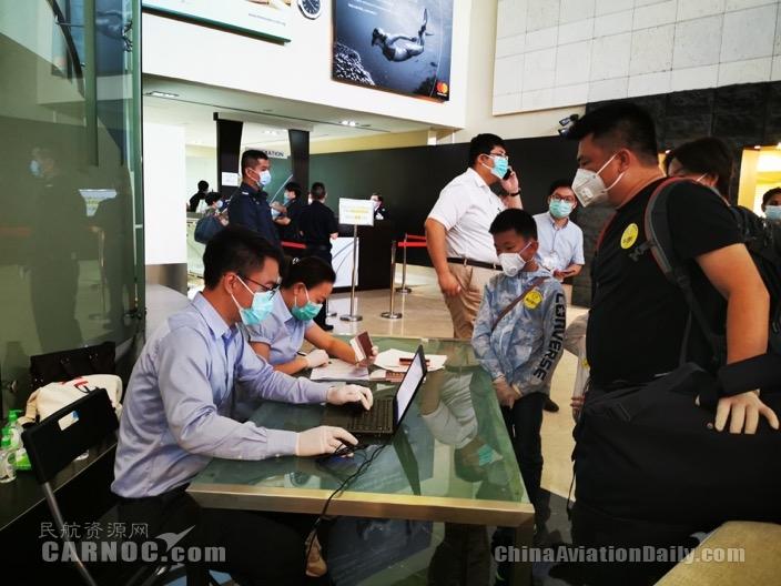 东航包机飞往新加坡接上147名湖北籍同胞直飞武汉