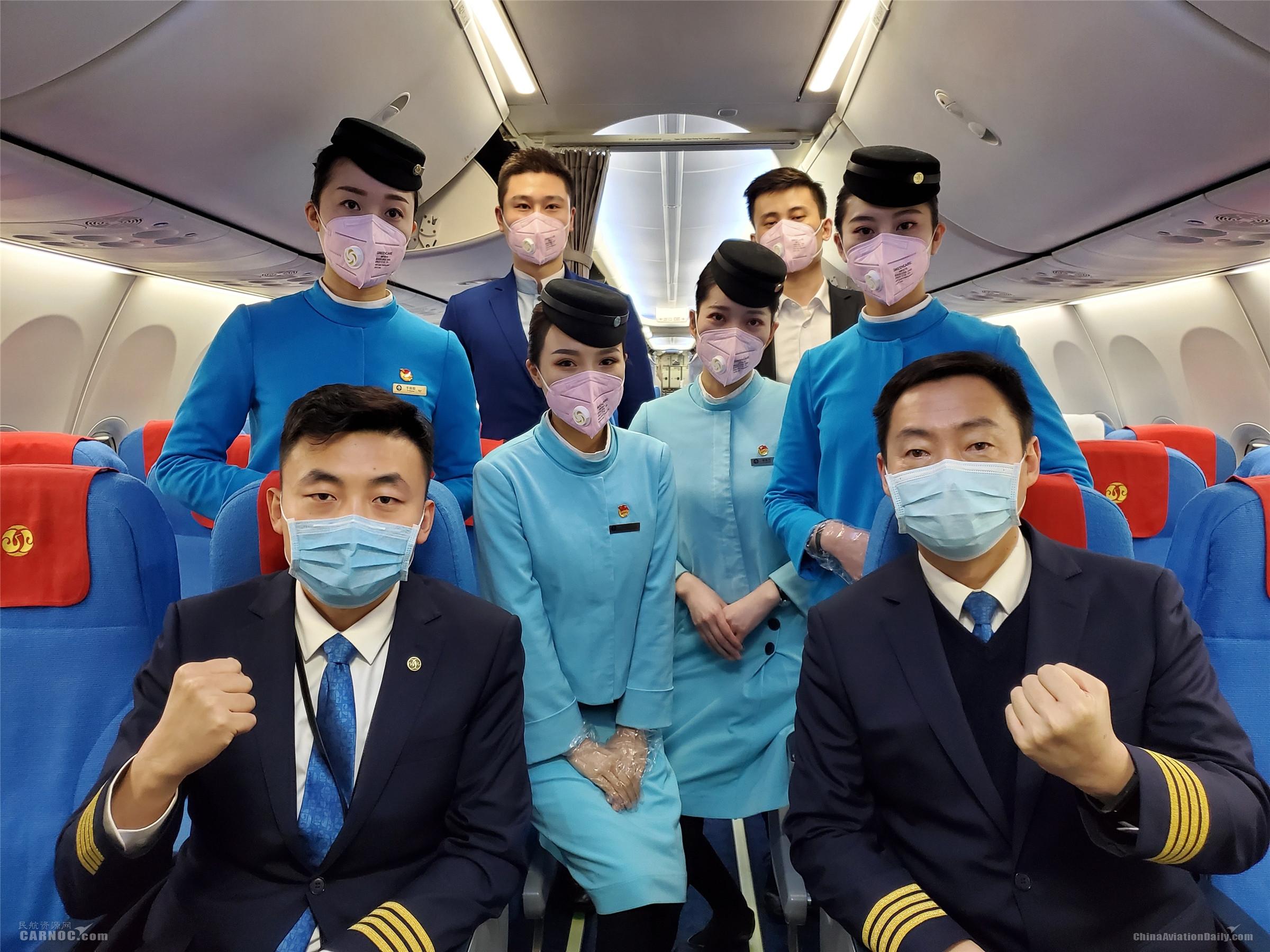 江西航空运载135名医护人员再出征      江西航空供图