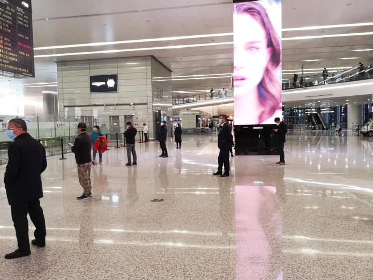 """视频:上海虹桥机场迎来""""北欧式""""接机和""""花式防护"""""""