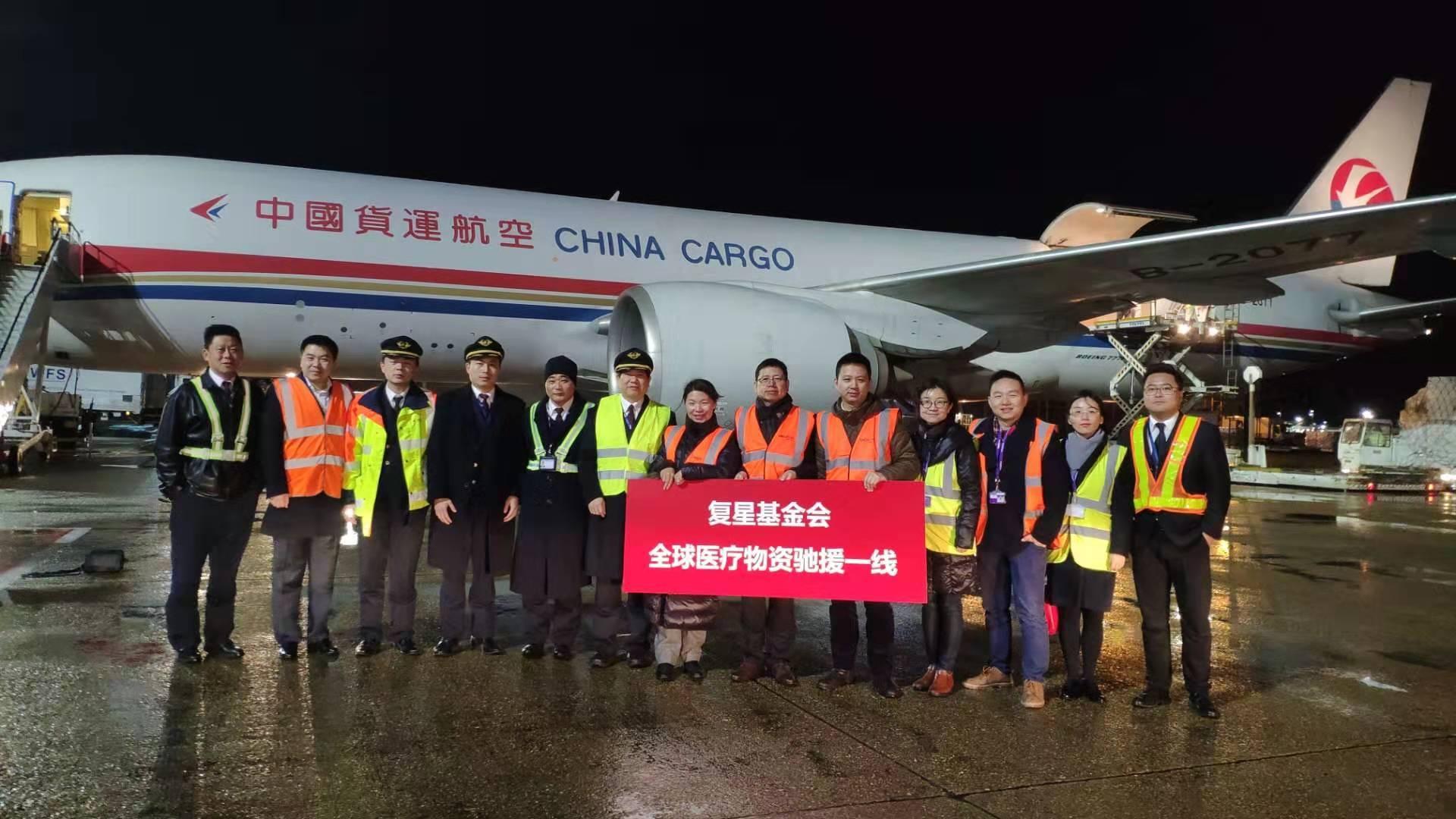 东航全货机把18.9万件防护服、2.5万只N95口罩从伦敦运抵上海