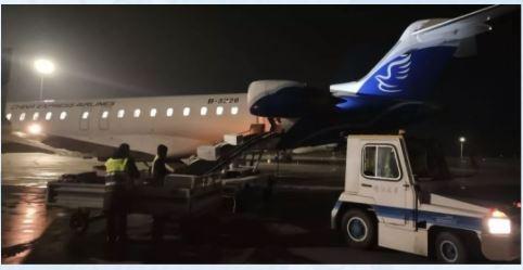 防疫物资正在阿克苏机场装机