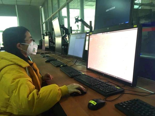 战疫情不放松 西北空管局雷达室做好设备巡视保障工作
