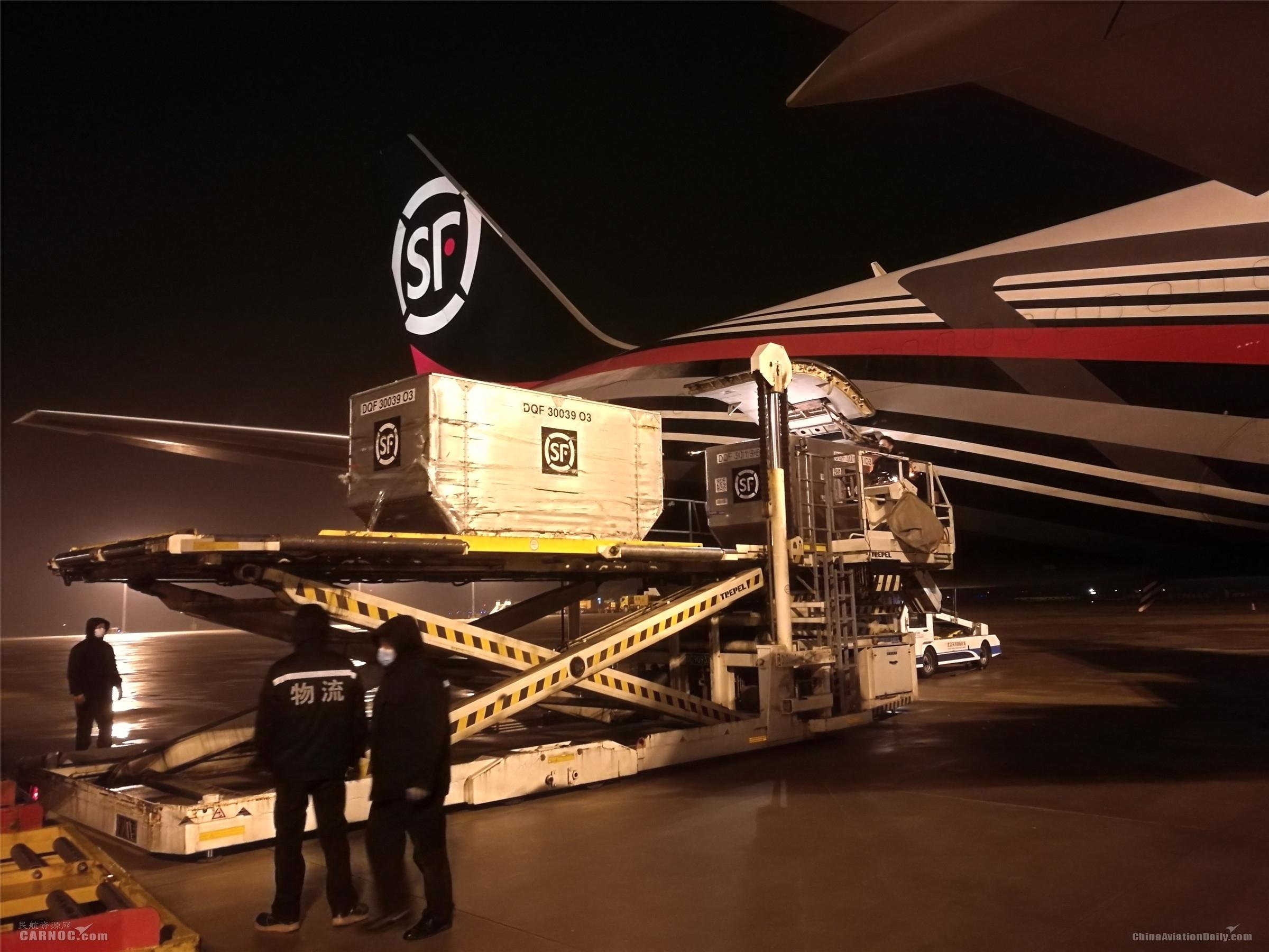 """顺丰航空""""牛羊肉专机""""飞赴武汉 驰援运输总货量近1800吨"""