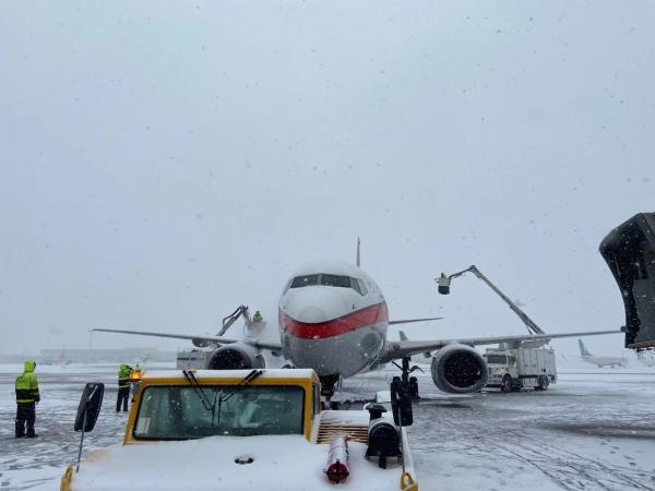 青岛机场迎大雪天气 东航技术山东分公司全力保障