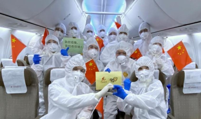 东航海外包机机组:穿着防护服12小时不吃不喝