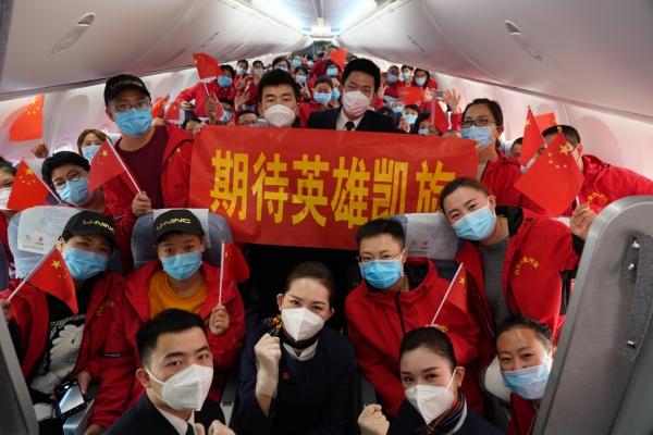国航内蒙古公司圆满完成第6架援鄂包机保障任务 运送医疗人员153名防疫物资6吨