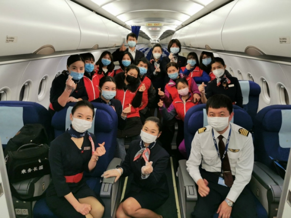 东航江西分公司保障医护人员转机赴武汉