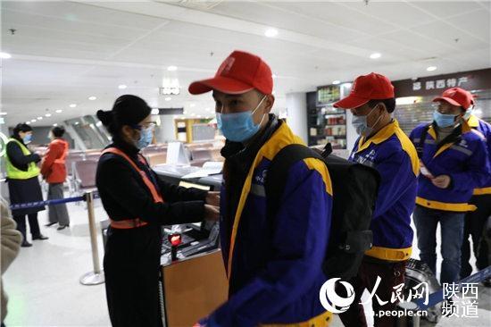 图片 包机返岗!陕西首班复工定制包机从西安起飞