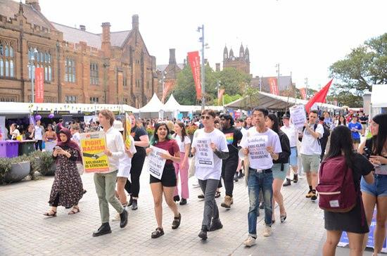 受旅行禁令影响 中国留学生选择从泰国中转返澳