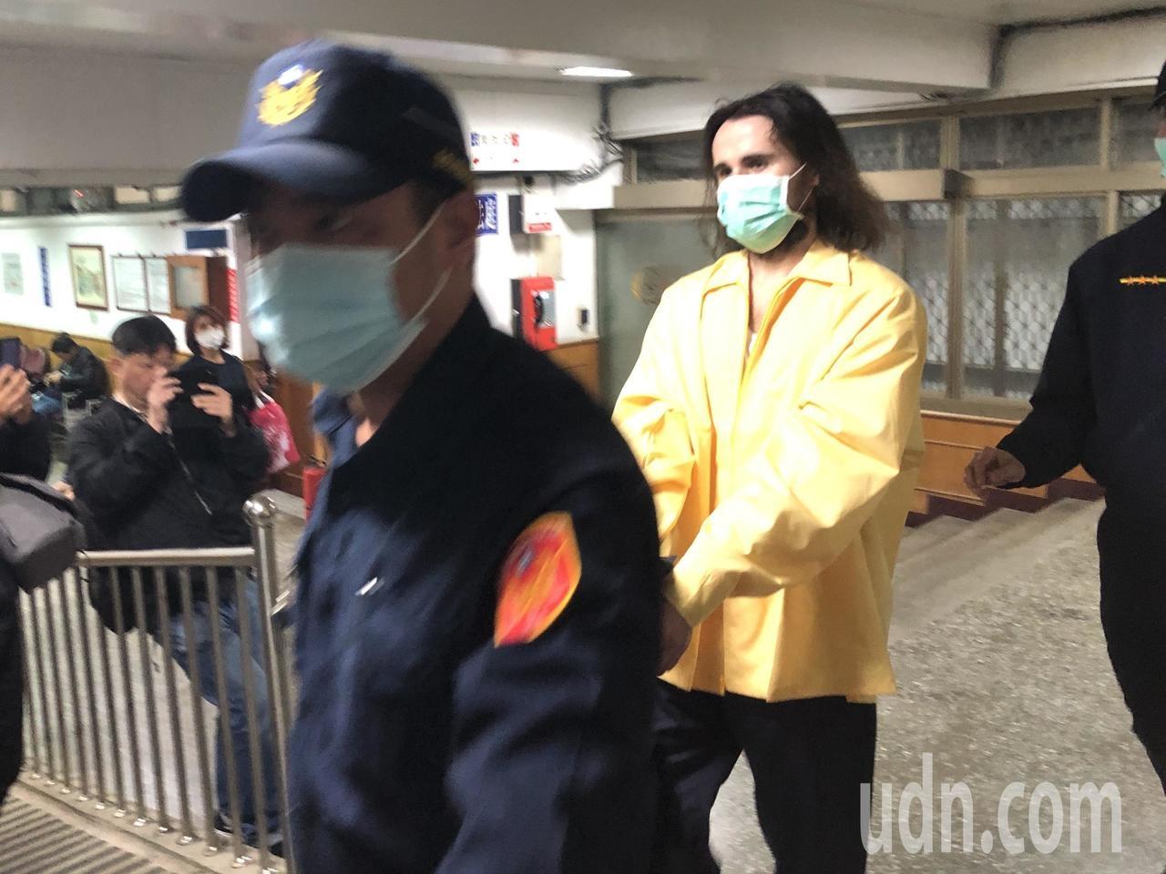 外国男闯台湾机场 沉默4个月突开口说中文:耶稣是上帝