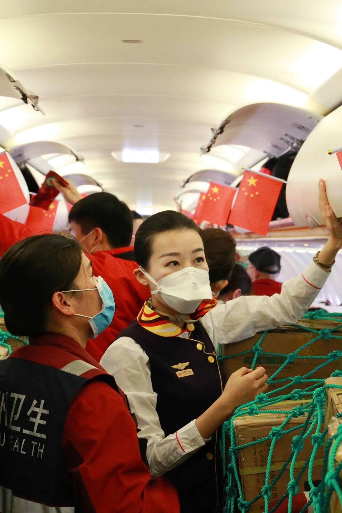 北部湾航空乘务长李雅琦承担广西志愿湖北医疗包机任务