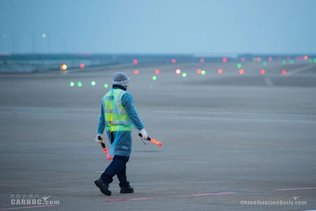 特区政府派包机接滞鄂澳门居民 澳门国际机场做好保障工作