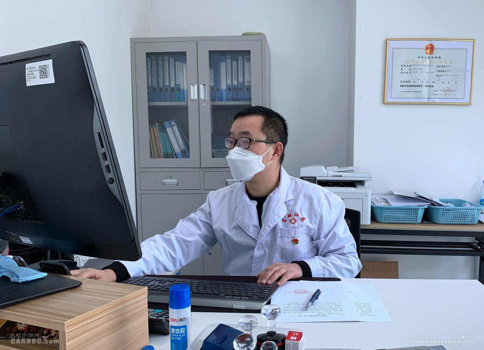 东航航空医师吴坚:抗疫一线的多面手