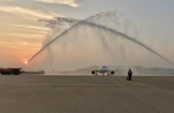 图:飞机过水门仪式