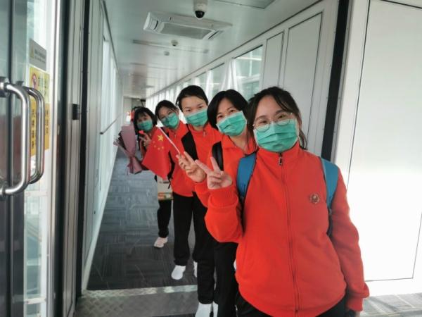 东航再次护航,运送102位江西省第二批援鄂医疗护理队回家