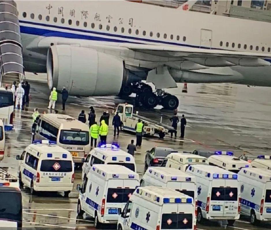 民警回忆CA936航班抵沪处置过程:接送31次疑似病例
