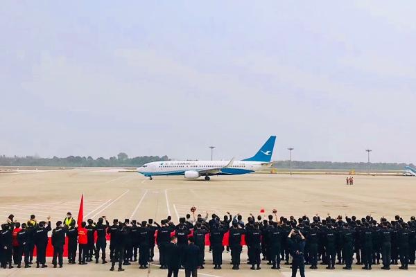 三峡机场顺利保障福建援宜支援队平安凯旋
